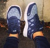 shoes,nike,run,nike free run,trainers,sneakers,nike sneakers,floral,flowers,purple,blue,white,bag