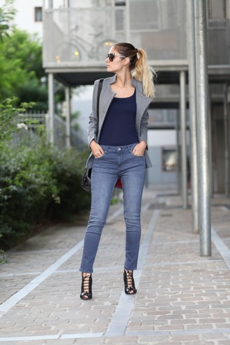 from brussels with love blogger top jeans jacket bag shoes