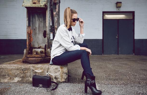 kenza blogger black boots grey sweater skinny jeans