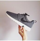 shoes,roshe runs,roshes,nike,nike running shoes,grey,black