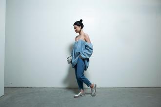 la vagabond dame blogger top denim off the shoulder silver shoes