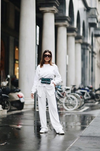 pants white pants top bag belt bag wide-leg pants white top fanny pack all white everything