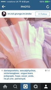 skirt,white skirt,tennis skirt,pale