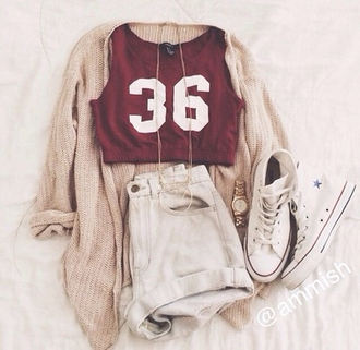 top t-shirt burgundy number outfit converse