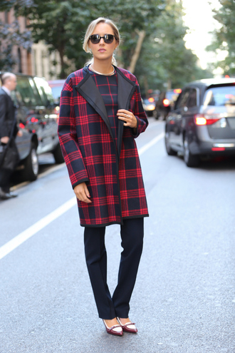 the classy cubicle coat shirt pants shoes jewels sunglasses silver choker printed coat tartan plaid black pants work outfits office outfits winter work outfit