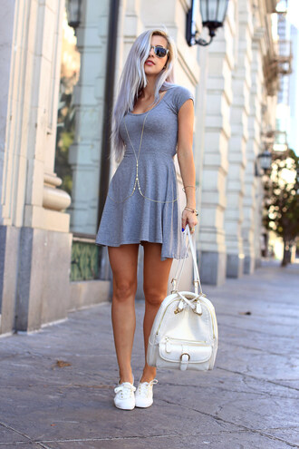 evelinas fashion cafe dress shoes sunglasses jewels bag grey summer dress gray jersey dress body chain