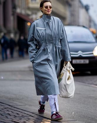 coat fashion week 2017 tumblr streetstyle grey coat oversized grey oversized coat oversized coat sneakers adidas adidas shoes bag white bag sunglasses