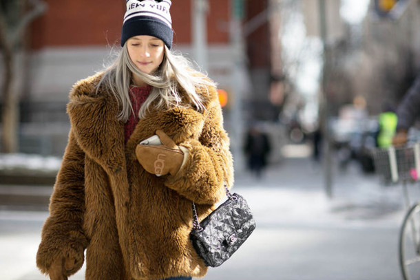 the fashion guitar blogger rust fluffy fuzzy coat beanie sweater shoes bag hat camel fluffy coat