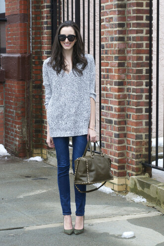 the glam files blogger jeans grey sweater leather bag