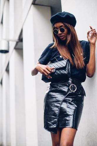 t-shirt vinyl skirt wrap skirt mini skirt skirt chanel bag blogger style graphic tee beret chanel