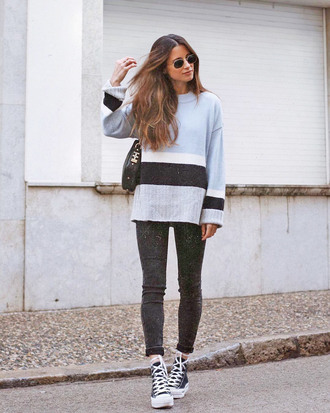 sweater blue sweater knit knitwear knitted sweater denim jeans black jecket skinny jeans sneakers black sneakers converse high top converse casual