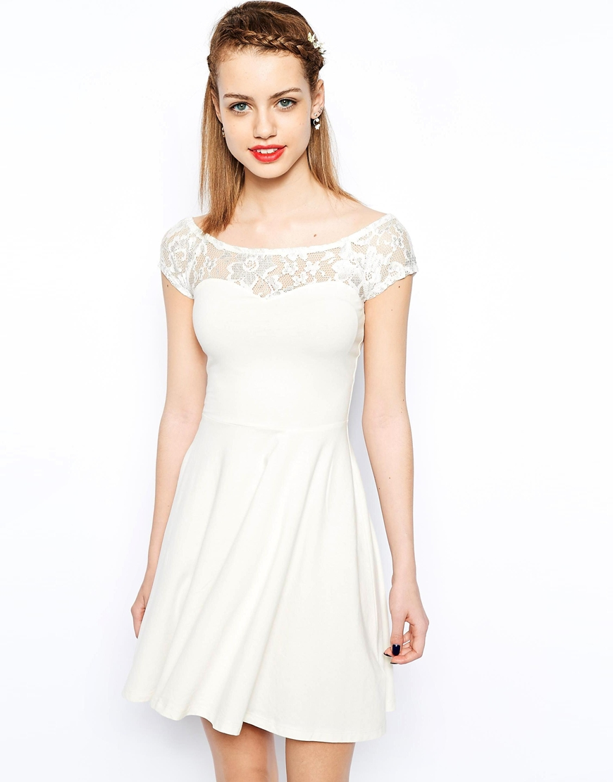 Платья с кружевной кокеткой