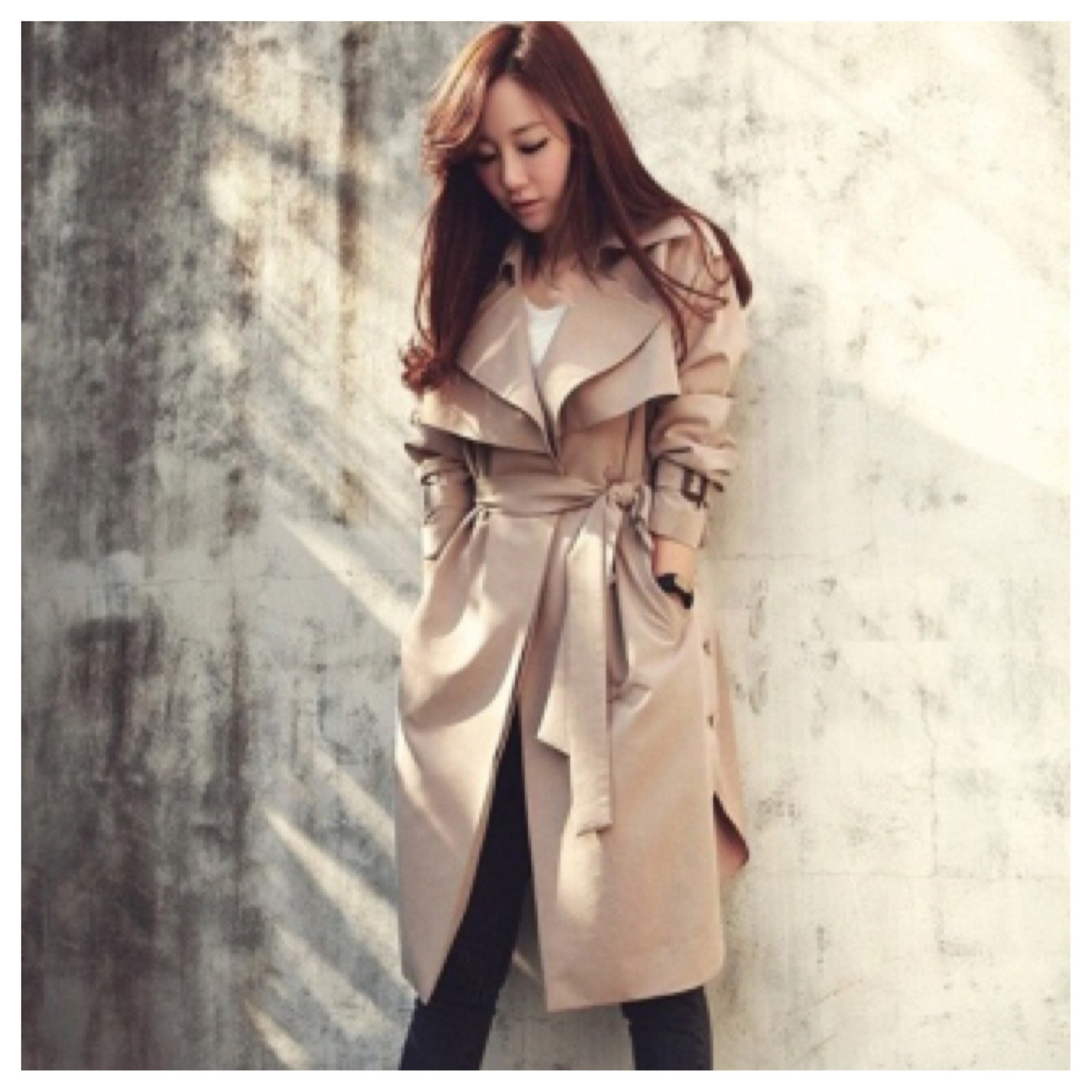 Belted trench coat with side button