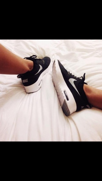 shoes nike black and white trainers