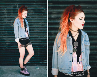 le happy blogger t-shirt lace shorts black shorts denim jacket