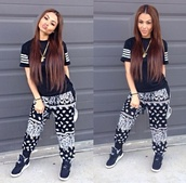 pants,bandana print,printed pants,earphones,t-shirt,jogs,joggers,india westbrooks,top,shirt,tumblr,instagram,black and white,bandana,bandanapants,stripes,black,white,dope,swag,bad bitches link up,bitch,bad,sexy,cool,sweatpants,baggy,blouse,black t-shirt,sneakers,urban,streetstyle,blackbarbie,jumpsuit,grey,harem,trill,skirt,leggings,where to find the outfit,i want this so badly,perfecto,bandana prints,bandana print joggers,make-up,shoes,black shirt