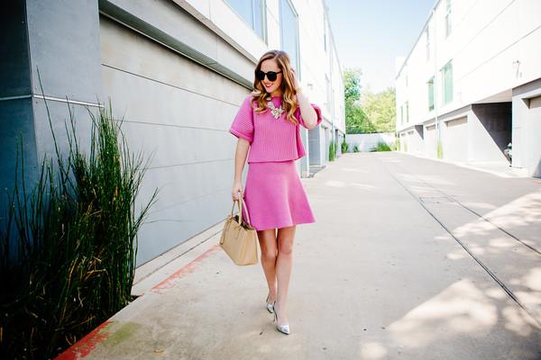 side smile style blogger top jewels bag make-up sunglasses pink dress knitwear