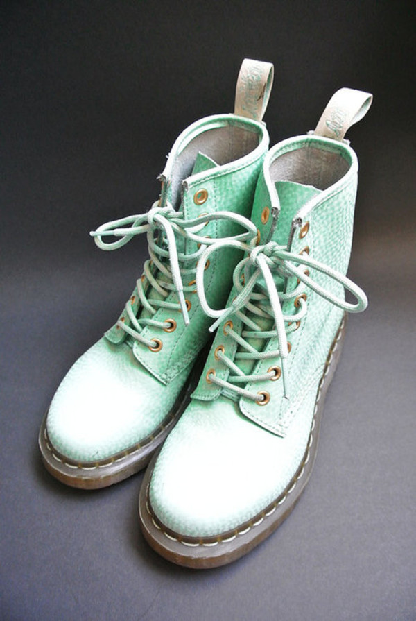 shoes pastel pastel goth soft grunge grunge hipster boots DrMartens DrMartens