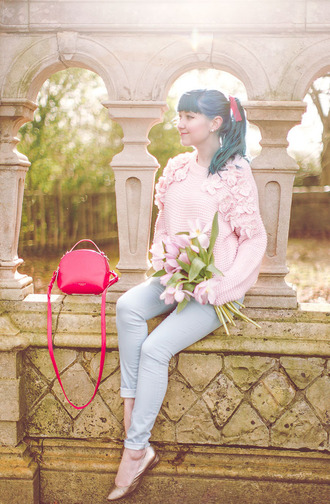 the clothes blogger sweater jeans bag