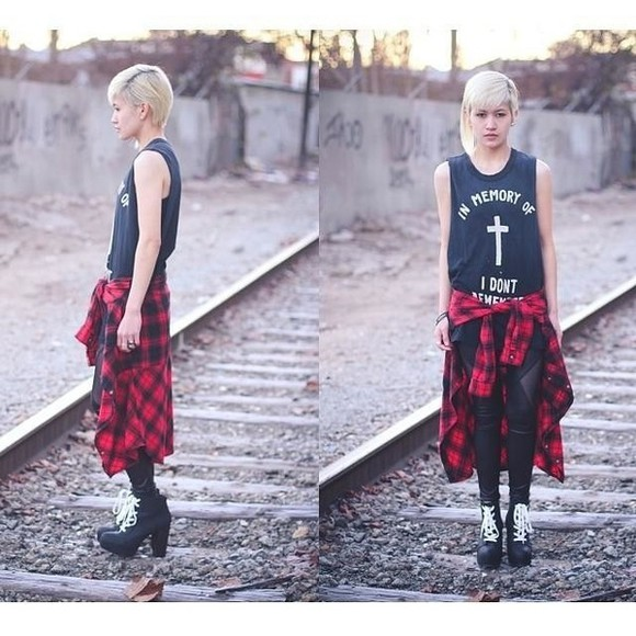 blonde girl t-shirt black platform shoes