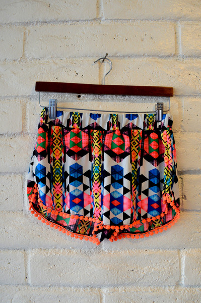 Pom Pom shorts – here on the corner