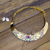 jewels,statement necklace,choker necklace,floral jewel necklace,sophisticated,modern,trendy,spring,summer,classy,gold hardware
