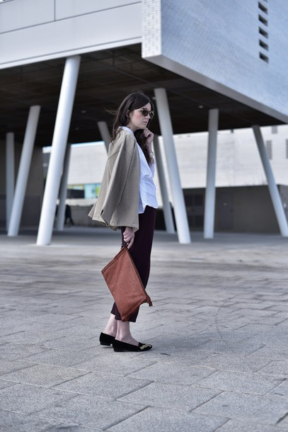 views by laura blogger pouch cropped pants flats white shirt