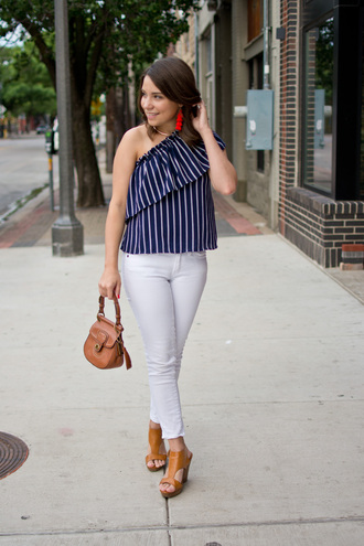 champagne&citylights blogger top jeans shoes jewels bag striped top white pants sandals summer outfits