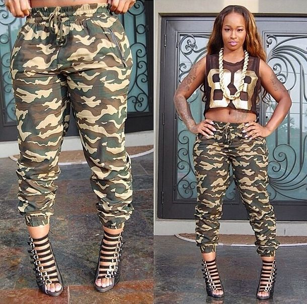 Blue Jeans, Outfit Ideas, Camo Pants For Women, Denim, Winter Outfits, Cute Camo Outfit, Army Pants, Camo Pants Outfit, Red Pants