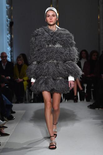 coat fur fur coat grey giambattista paris valli sandals fashion week 2017 runway fashion week