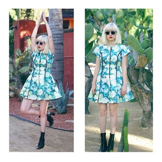 dress elliatt blue floral retro short dress cap sleeves cap sleeve dress revolve clothing revolveme