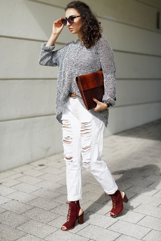 samieze blogger grey sweater white ripped jeans pouch burgundy shoes peep toe boots fall accessories burgundy accessories