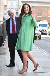 coat,mint,maternity,maternity dress,kate middleton,pumps,spring outfits,midi dress