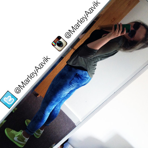 jeans nike green sneakers sneakers lime gree lime bright bright green neon green bright blue jeans bright blue raybans rayban that girl girl from twitter girl from instagram