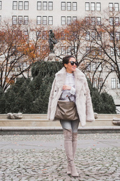 coat,tumblr,monochrome,monochrome outfit,grey coat,fur coat,bag,grey bag,denim,jeans,grey jeans,boots,grey boots,sunglasses