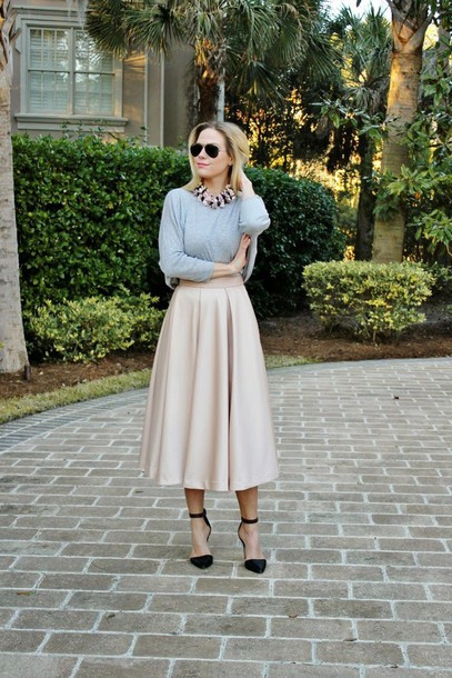 b soup blogger sunglasses midi skirt black heels grey sweater statement necklace
