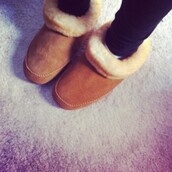 shoes,ugg boots,chesnut boots,chesnut,fur,booties shoes,booties,slippers,chestnut,fur boots
