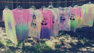 t-shirt alien soft pastel pastel cross shirt tshirt dress aliens grunge soft grunge hipster punk punk tye dye tie dye shirt tumblr pastel goth
