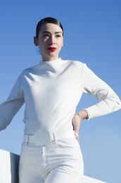 fashion nerdic,blogger,belt,white,minimalist,white jeans,jewels,top,jeans