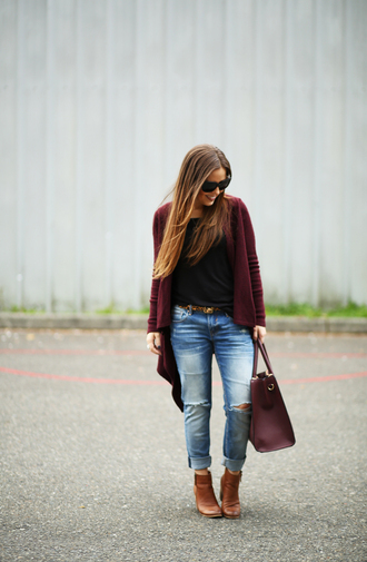 dress corilynn blogger cardigan jeans shoes bag t-shirt sunglasses belt jewels fall outfits burgundy