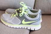 shoes,nike running shoes,grey sneakers,nike free run,grey and yellow,nike shoes,nike,gym,gym clothes,fitness gym,shoes gym shoes