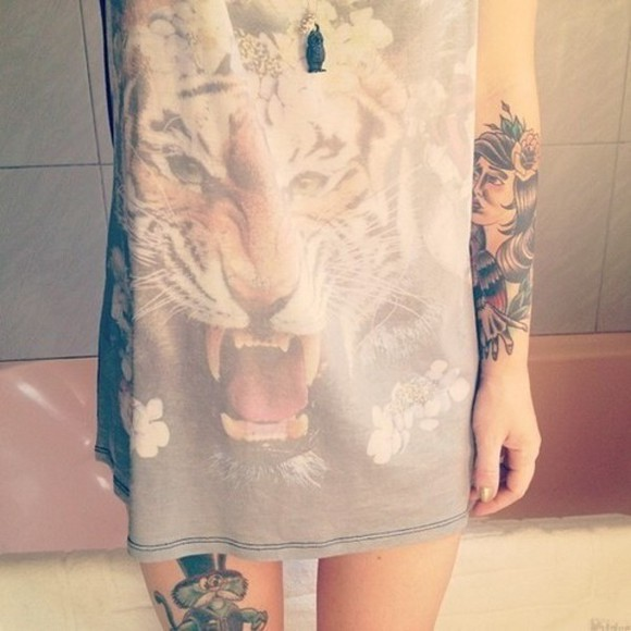 shirt grey top tiger t-shirt tank top tattoo printed tattoos flowers animal long