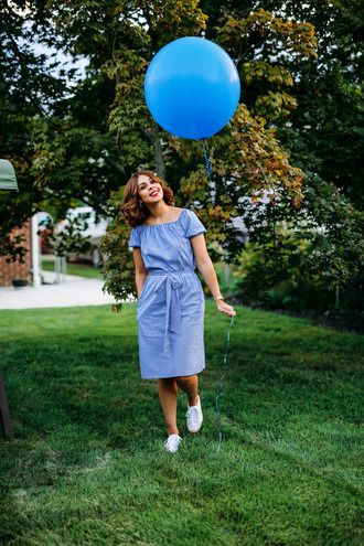 fashionbananas blogger dress shoes blue dress white sneakers t-shirt dress midi dress sneakers low top sneakers belted dress