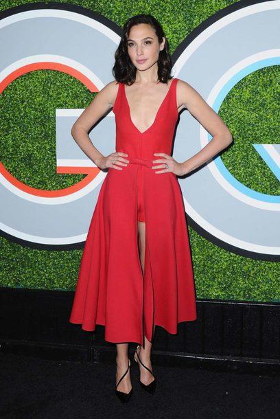 dress shorts monochrome red dress red pumps gal gadot midi dress plunge dress plunge neckline