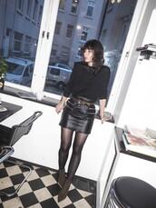 a portable package,blogger,belt,black leather skirt,mini skirt