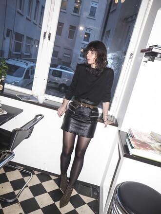 a portable package blogger belt black leather skirt mini skirt