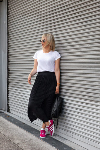 leatherandlattes blogger skirt top sunglasses white t-shirt midi skirt pleated skirt sneakers backpack
