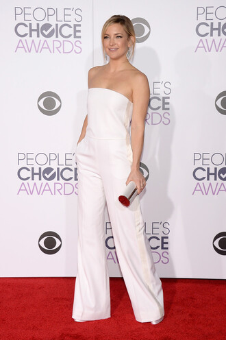 jumpsuit white pants strapless kate hudson red carpet clutch bag people's choice awards