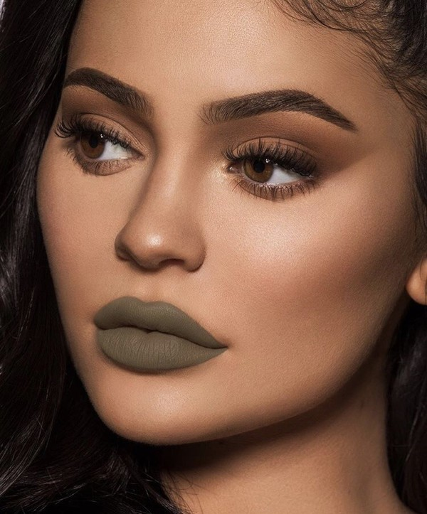 make-up lips lip gloss lipstick lip liner kylie jenner eye makeup eye shadow kardashians
