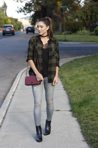 seekingsunshine blogger tank top jeans jewels bag shoes make-up shoulder bag ankle boots fall outfits